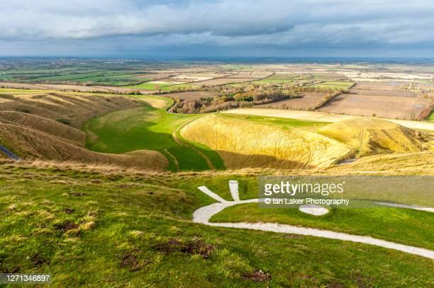 uffington, berkshire, uk. 25 november 2012. the white horse and manger. - アフィントン ストックフォトと画像