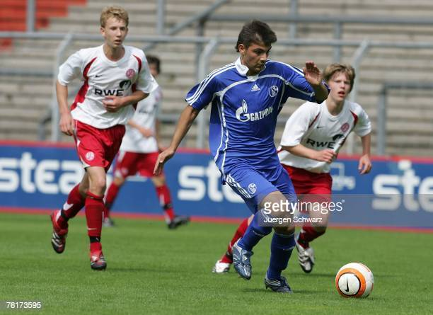 Ufuk Oezbek of Schalke controls the ball during the B Juniors Bundesliga match between Rot Weiss Essen and FC Scgalke 04 at the GeorgMelches stadium...