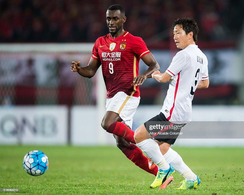 AFC Champions League - Guangzhou Evergrande v Urawa Red Diamonds : News Photo