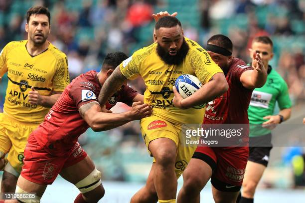 Uini Atonio of La Rochelle charges upfield during the Heineken Champions Cup Final match between La Rochelle and Toulouse at Twickenham Stadium on...