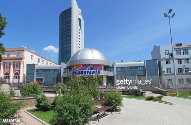 Ukraine das Donezbecken Kurzform Donbass Donezk Stadtbezirk Woroschilowski das Planetarium eröffnet am 30 August 2008 im Hintergrund das...