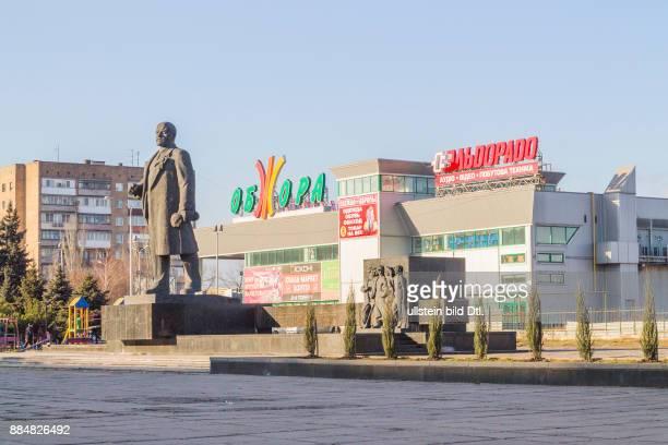 Ukraine Donbass Gebiet Donezk Mariupol Strasse LeninProspekt das LeninDenkmal Bildhauer W P Sinaikin Architekt J B Moskalenko eingeweiht am 22 April...