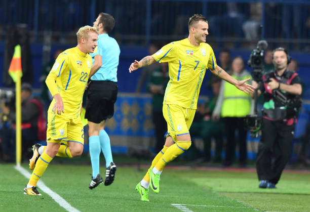 Andriy Yarmolenko (r.) scored twice for Ukraine last week. (SERGEI SUPINSKY/AFP/Getty Images)