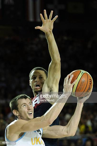 Ukraine's guard Olexandr Mishula vies with US guard Stephen Curry during the 2014 FIBA World basketball championships group C match Ukraine vs USA at...