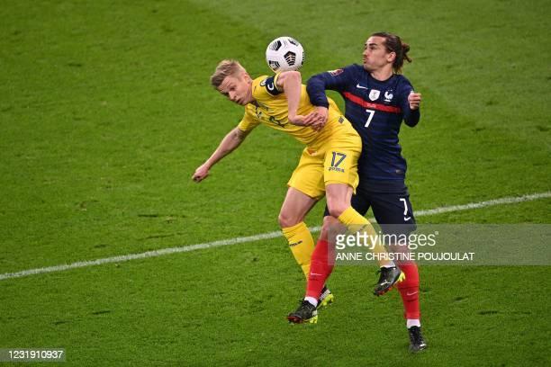 Ukraine's midfielder Oleksandr Zinchenko vies with France's forward Antoine Griezmann during the FIFA World Cup Qatar 2022 qualification football...