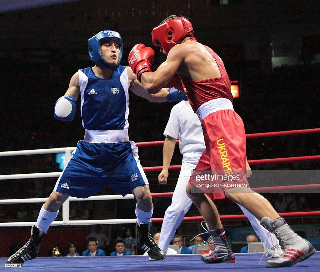 Ukraine's Vasyl Lomachenko (R) fights ag : News Photo