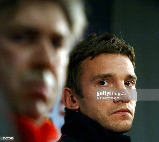 Ukrainian AC Milan forward Andrey Shevchenko and team coach Carlo Ancelotti look on during a pretraining news conference 23 February 2004 in Prague...