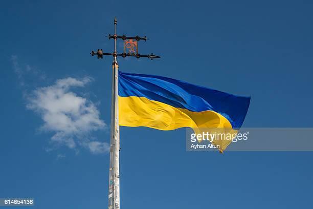 ukrainian flag with the the coat of arms of the city ,lviv,ukraine - ukraine photos et images de collection