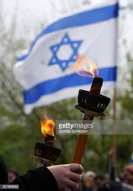 Ukrainian members of the Jewish community hold torches in Babiy Yar square in Kiev 05 May 2005 during the commemoration for the six million Jewish...