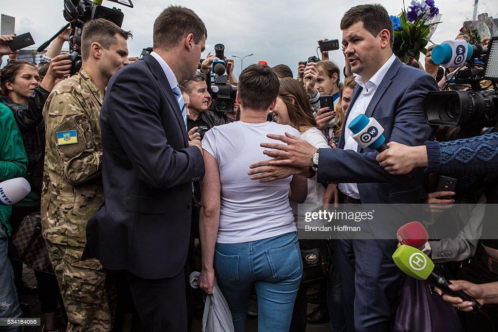 Russia Releases Jailed Ukrainian Pilot Nadiya Savchenko : Fotografía de noticias