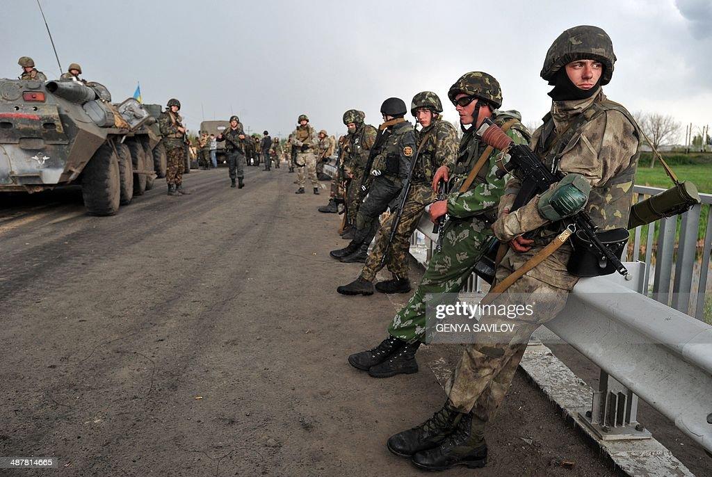 UKRAINE-RUSSIA-CRISIS-POLITICS-MILITARY-SLAVYANSK : News Photo