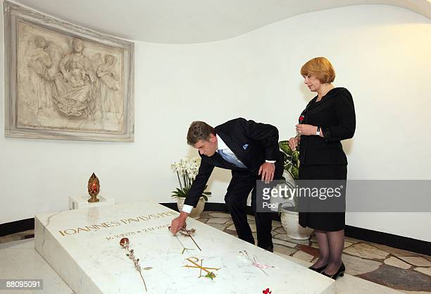 Ukrainian President Victor Yushchenko and his wife Kateryna Mykhailiva Yushchenko pray in front of Pope John Paul II cript during a visit in St....