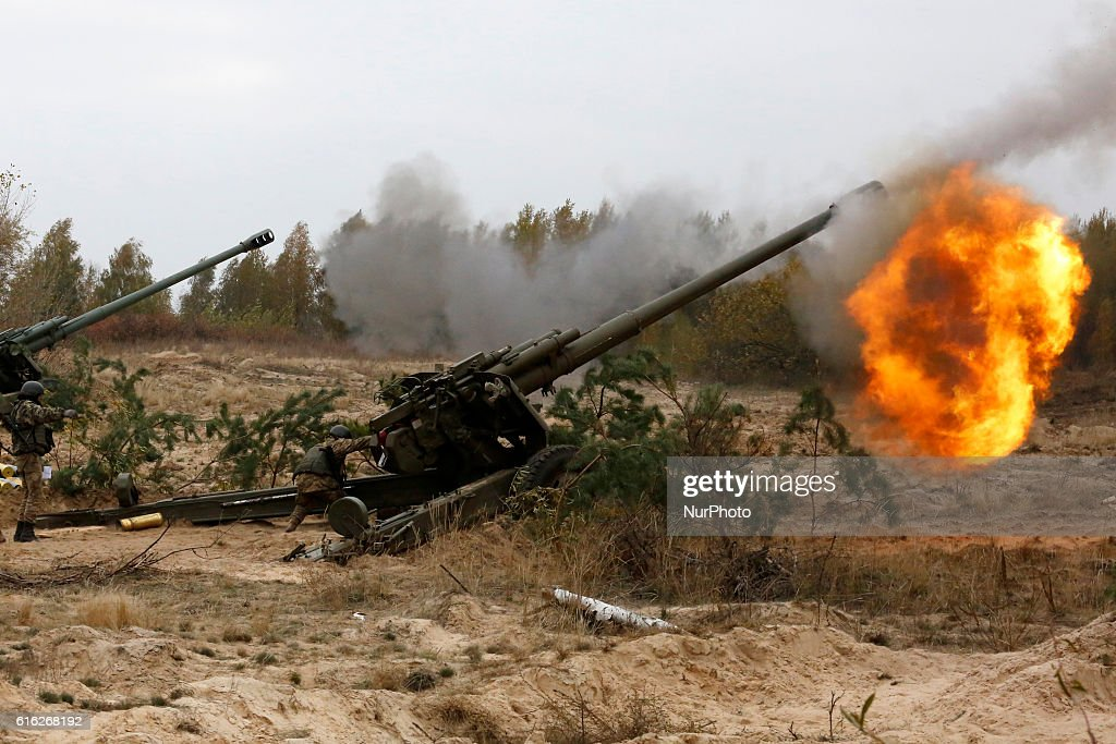 Ukrainian servicemen fire a 2A65 Msta-B howitzer during military exercises near the village of Divychky in Kyiv region, Ukraine, October 21, 2016.