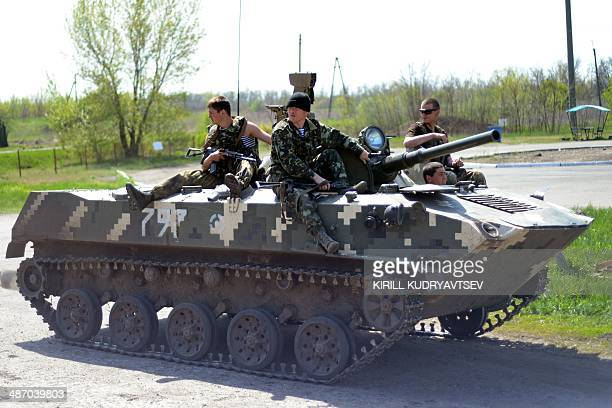 Ukrainian soldiers on an Armoured Personnel Carriers guard a checkpoint on the road about 25 km from the eastern Ukrainain city of Slavyansk on April...