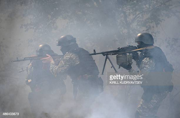 Ukrainian special forces take position in the eastern Ukrainian city of Slavyansk on April 24 2014 Ukraine's military launched an assault on the...