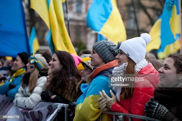Ukrainian youth listening pro EU speech