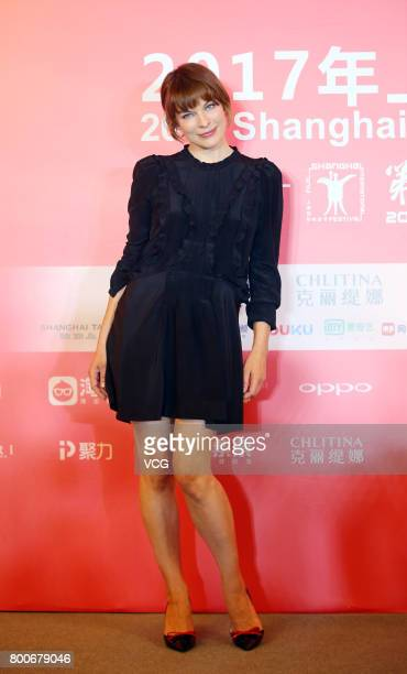 Ukrainian-born actress Milla Jovovich attends the Press Conference for Actors on the Red Carpet for Golden Goblet Awards during the 20th Shanghai...