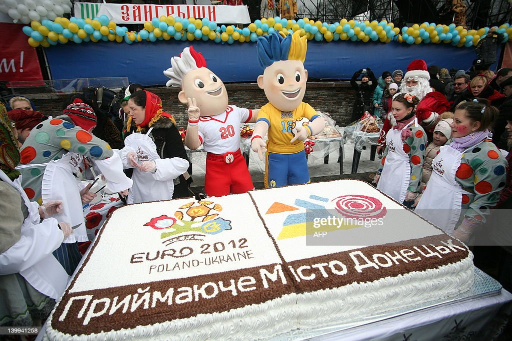 ukrainiancooks present a huge cake with the logo and mascots of euro news photo getty images 2