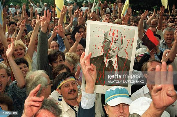 Ukranians demonstrate in front of the Communist Party's central committee headquarters 25 August 1991 in Kiev after the Soviet republic declared its...