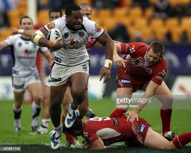Ukuma Ta'ai of the Warriors makes a break during the round 13 NRL match between the Warriors and the St George Illawarra Dragons at Mt Smart Stadium...
