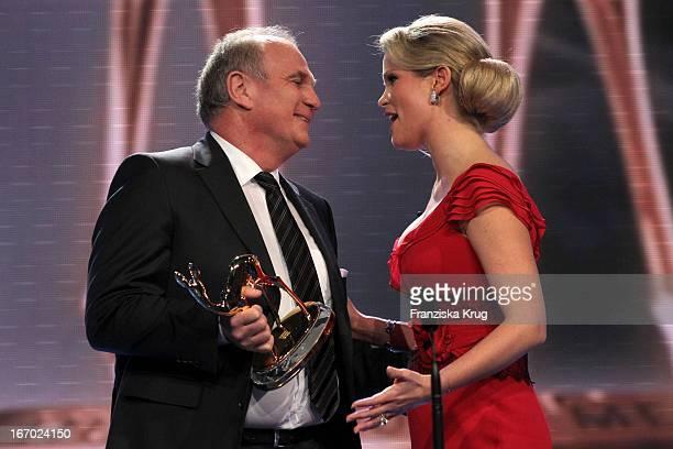 Uli Hoeneß Mit Stephanie Zu Guttenberg Bei Der 61 Bambi Verleihung In Der Metropolishalle Des Filmparks Babelsberg In Potsdam