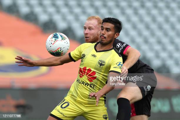 Ulises Davila of Wellington Phoenix contests the ball with Ian Zygmunt Gordon of the Central Coast Mariners during the round 222 ALeague match...