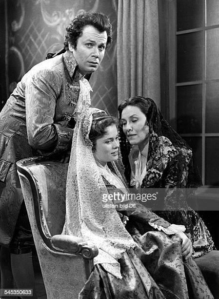 Ulla Jacobsson*Schauspielerin Schwedenals Sophie mit Anna Damman und Kurt Heintel in 'Clavigo' 1959