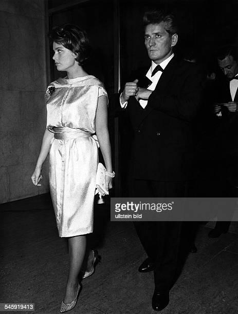 Ulla Jacobsson*Schauspielerin Schwedenmit ihrem Ehemann um 1961
