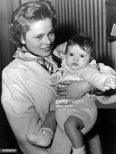 Ulla Jacobsson*Schauspielerin Schwedenmit ihrer kleinen Tochter ca 1954