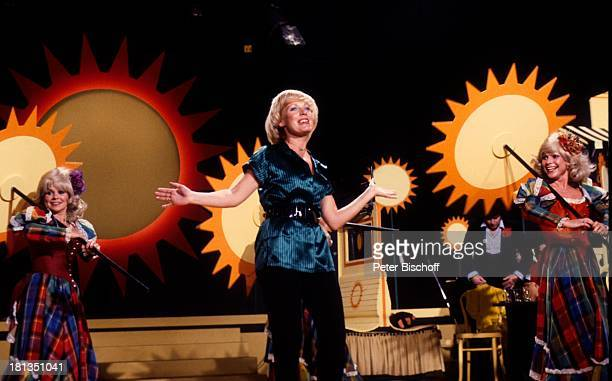 Ulla Norden Jacob Sisters ARDFernsehlotterie Ein Platz an der Sonne Stadthalle Osnabrück Deutschland Bühne Auftritt singen tanzen Sonne Symbol...