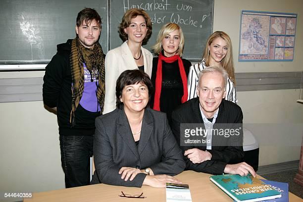 Ulla Schmidt Politician Federal Minister for Health SPD Germany with the actors of the TV series 'GZSZ' Jasmin Weber Anne Menden Felix von Jascheroff...