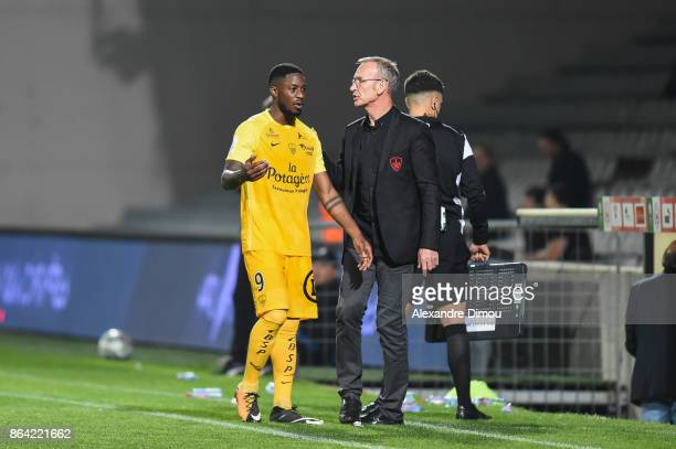 Ulrich Mayi and Jean Marc Furlan Coach of Brest during the Ligue 2 match between Nimes Olympique and Stade Brestois at on October 20 2017 in Nimes...