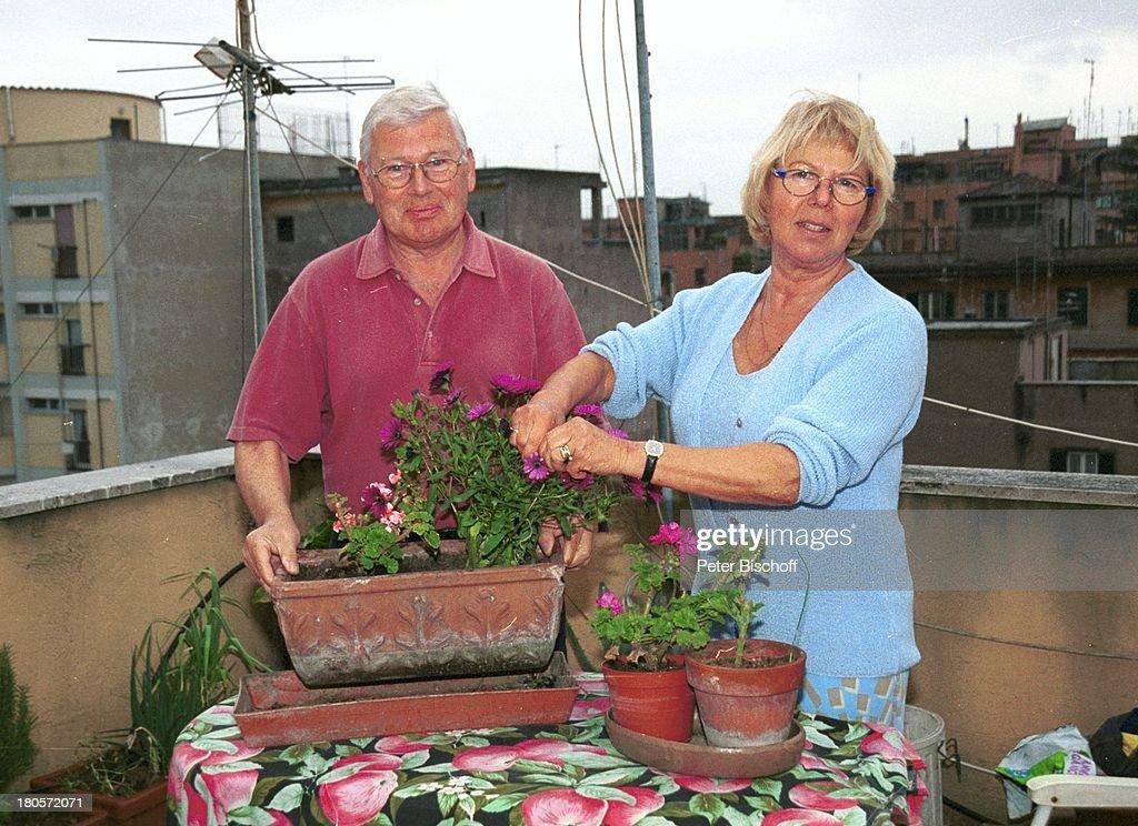 Ulrich Von Dobschütz, Ehefrau Barbara, Homestory, Rom/Italien, Balkon,  Blumen