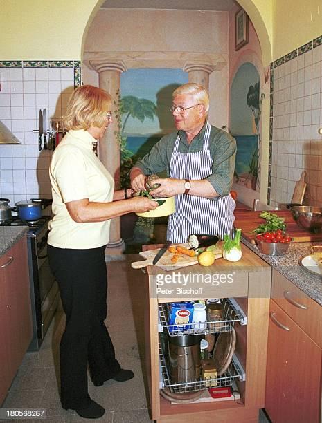 Ulrich von Dobschütz Ehefrau Barbara Homestory Rom/Italien Küche Kochen Gemüse Herd