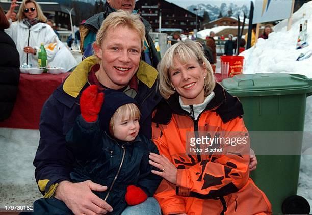 Ulricke von der Groeben mit EhemannAlexander und Tochter CarolinRTLOpenAirSpielshow Stars gegen StarsWinterurlaub Schneeanzug Ski Schnee