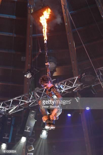Ulrike Folkerts ARDGala Stars in der Manege München Circus Krone Auftritt verkleidet Verkleidung Kostüm sexy brennendes Seil