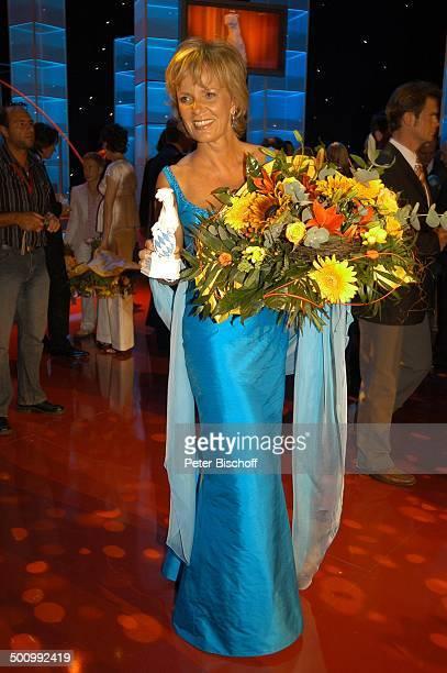 Ulrike Kriener Bayerischer Fernsehpreis 2005 Bayerische Staatskanzlei München PNr 744/2005 Preis Blauer Panther Verleihung Ehrung Würdigung Blumen...