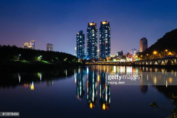 ulsan cityscape with taehwa river - 蔚山 ストックフォトと画像