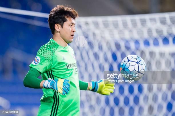 Ulsan Hyundai Goalkeeper Kim Yongdae in action during the AFC Champions League 2017 Group E match between Ulsan Hyundai FC vs Muangthong United at...