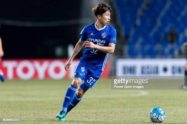 Ulsan Hyundai Midfielder Lee Yeongjae in action during the AFC Champions League 2017 Group E match between Ulsan Hyundai FC vs Brisbane Roar at the...