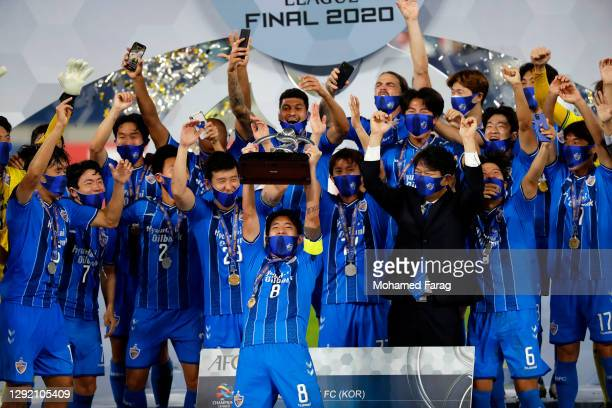 Ulsan's players celebrate winning the AFC Champions League final between Persepolis and Ulsan Hyundai at the Al Janoub Stadium on December 19, 2020...