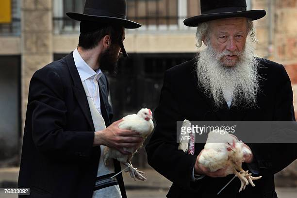 Ultra Orhodox Jews bring chickens to the slaughterhouse after havig taken part in the ritual Kapparot ceremony 18 September 2007 in the religious...