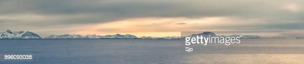 Ultra breed panorama Selfjord zonsondergang in Noord Noorwegen in de winter