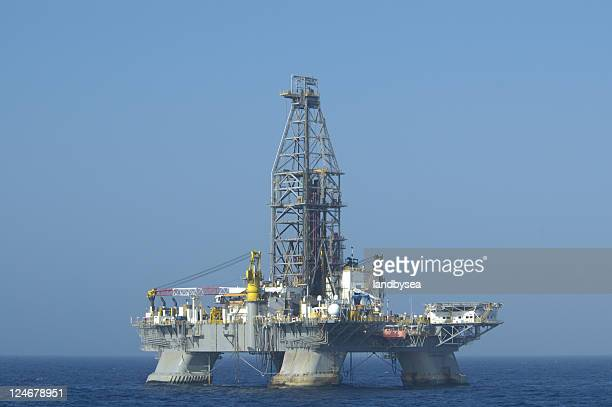 Ultra-deep semi-submersible drilling platform. Off shore oil rig