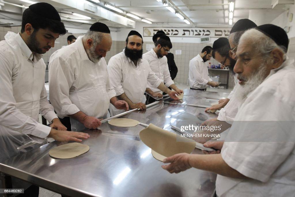 ISRAEL-RELIGION-JUDAISM-PASSOVER : News Photo