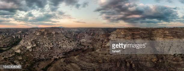 cañón de ulubey, provincia de usak, turquía - flanco de valle fotografías e imágenes de stock