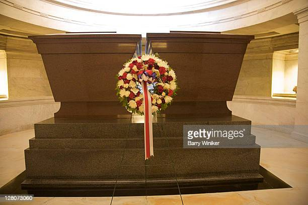 ulysses and julia grant's caskets in grant's tomb, upper west side, new york, ny, u.s.a. - julia dent grant stock pictures, royalty-free photos & images