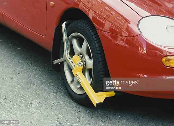 Um Falschparker zum Zahlen der Strafe für das Parken im Parverbot zu bewegen können Parkkrallen an den Rädern eins PKWs angebracht werden die das...