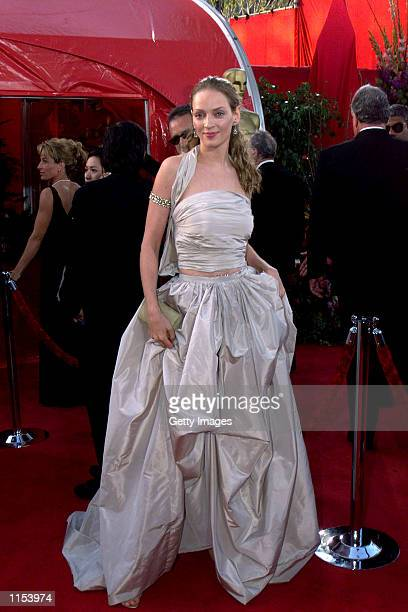 Uma Thurman arrives at the 71st Academy Awards March 21 1999 in Los Angeles CA