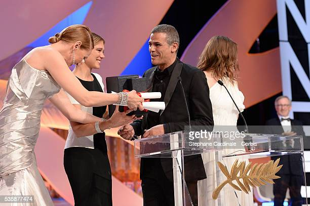 Uma Thurman gives la Palme D'Or on stage to actress Lea Seydoux director Abdellatif Kechiche and actress Adele Exarchopoulos for 'La Vie d'Adele...